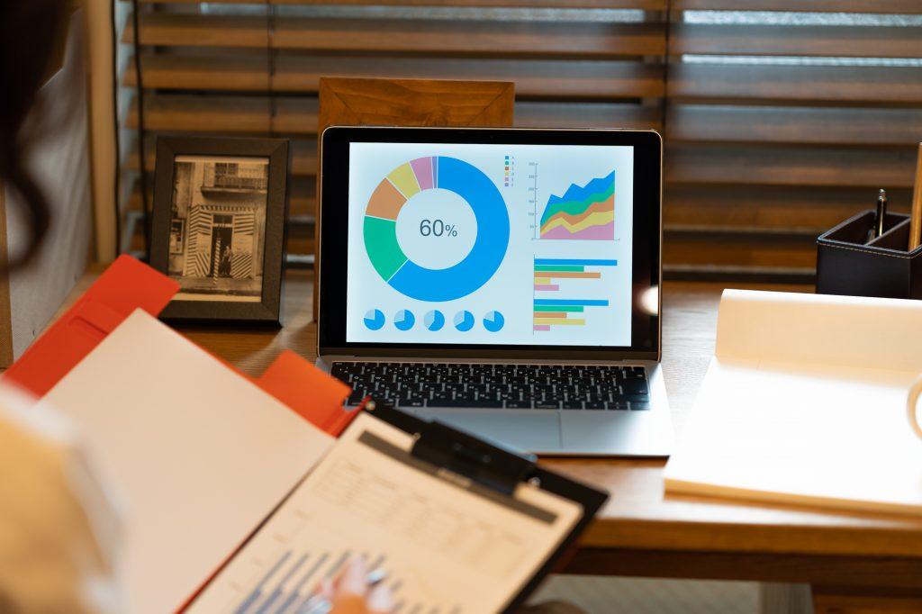 リモートワークで業務報告書が重要になる理由は?